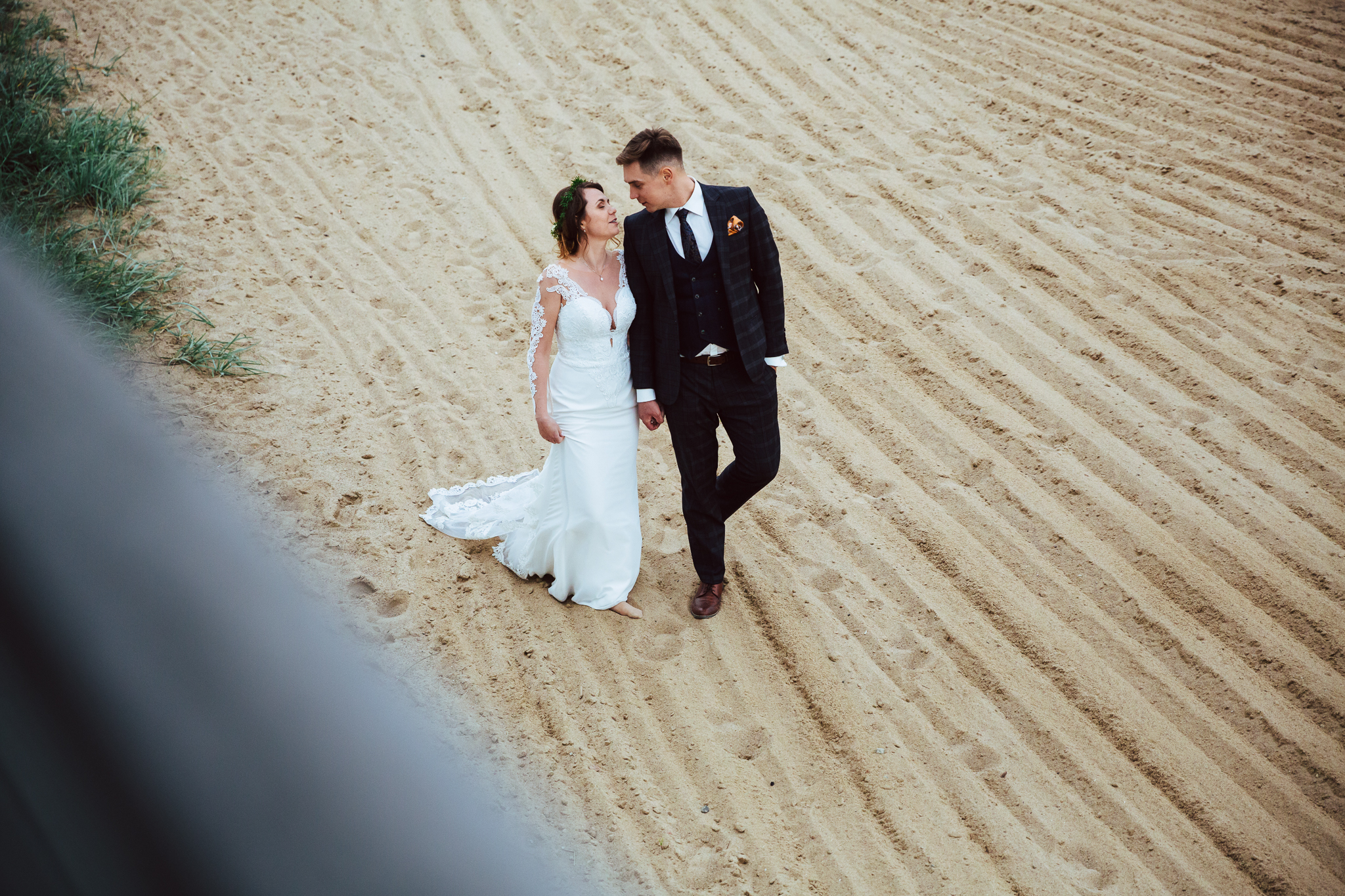 zdjęcie ślubne na plaży w olsztynie
