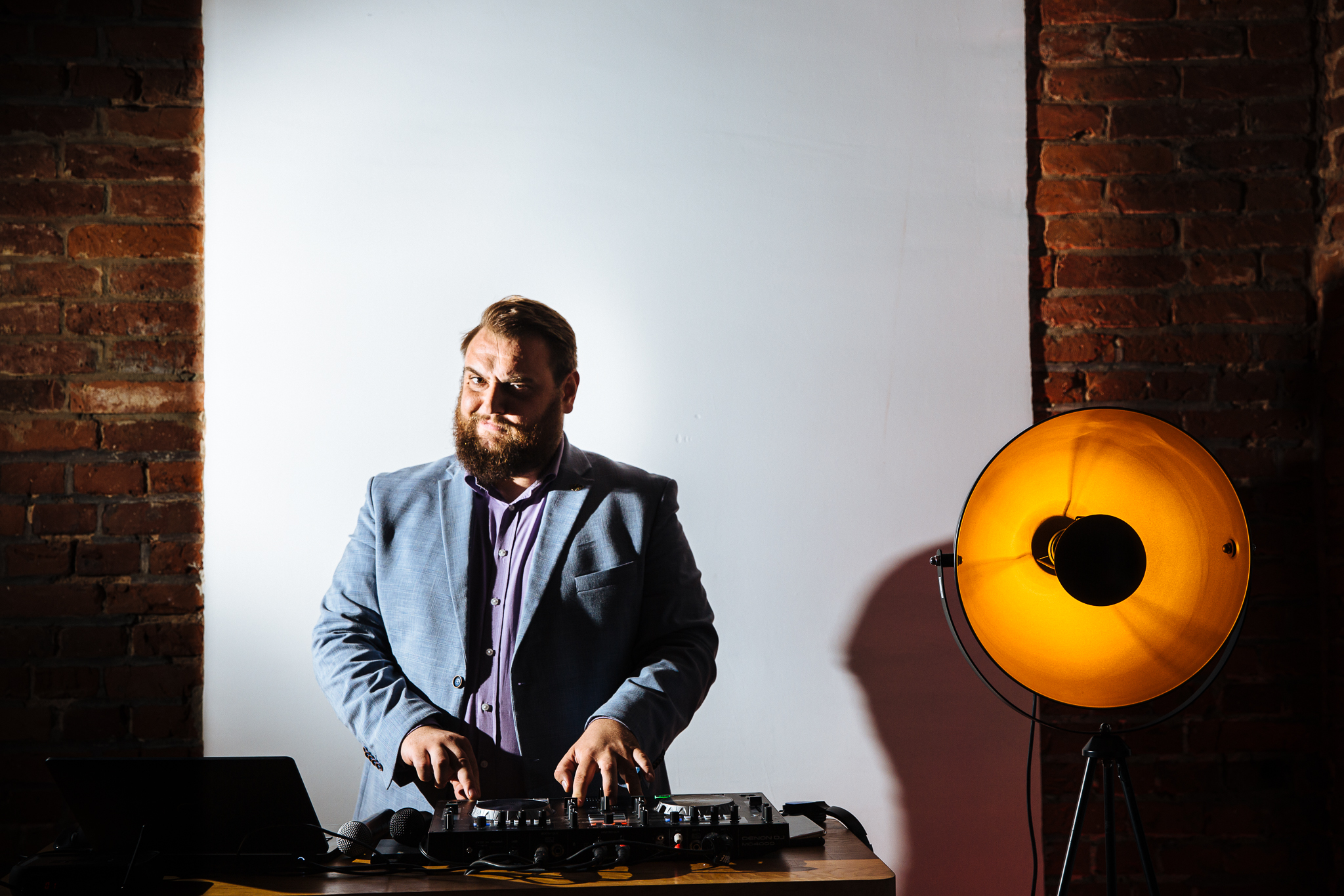 DJ jest naweselu bardzo ważny alefotografia ślubna wŁodzi tojuż nasza domena. Tutaj zDj Kuba Michalski
